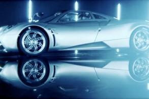 Richard-Hammond-Test-Drives-The-Pagani-Huayra